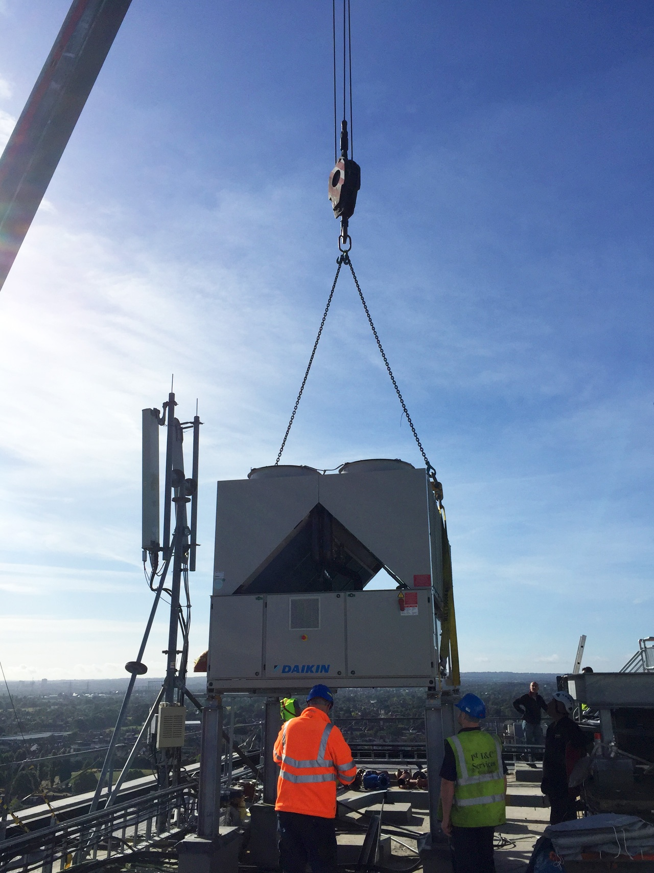 Pic of the 1st Industrial team performing a contract lift to a roof location