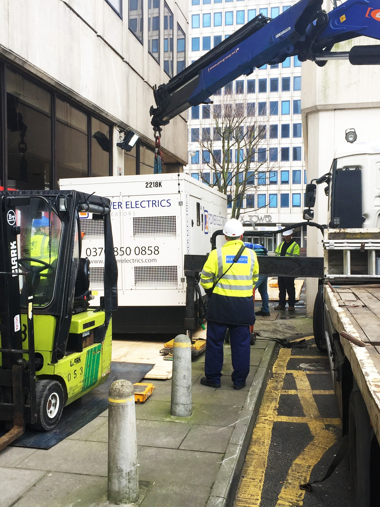 Pic of the 1st Industrial team working on a plant movement job in London